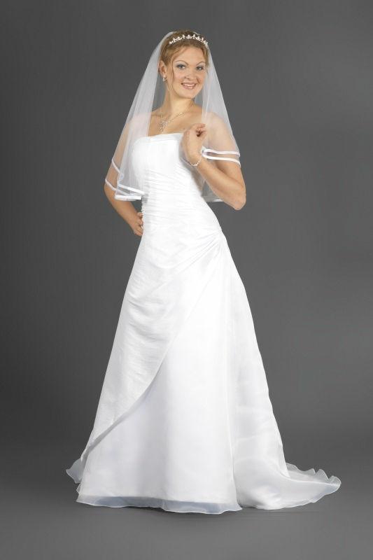 Beispiel: Finden Sie Ihr Kleid, Foto: Prinzessin Brautmode.
