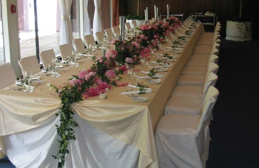 Beispiel: Tischdekoration, Foto: Blumen Schmidt.