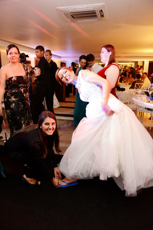 Cuidado e carinho ao cuidar da noiva!