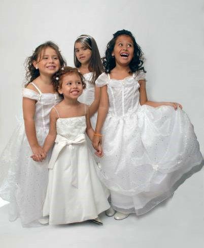 Pajecitas vestidas de blanco