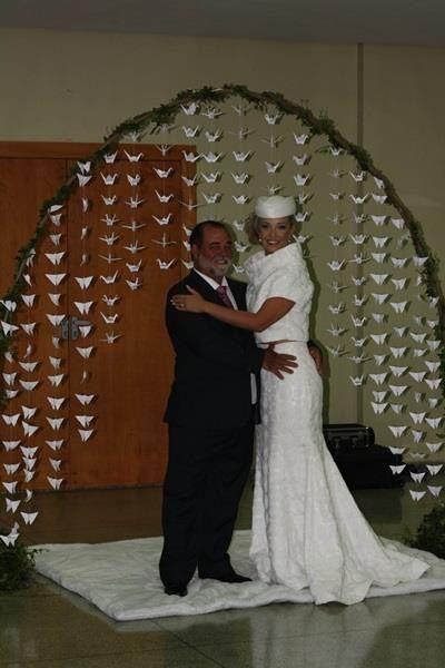 Arco de tsurus e borboletas