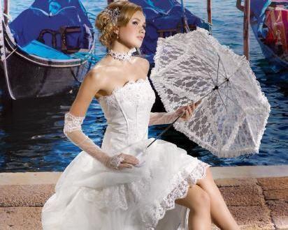 Beispiel: Brautkleid Kollektion 2013, Foto: Rafaela Brautmoden.