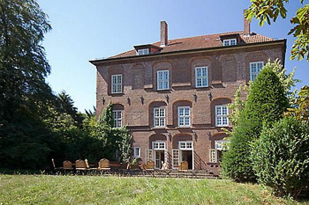 Beispiel: Aussenansicht, Foto: Schloss Agathenburg.