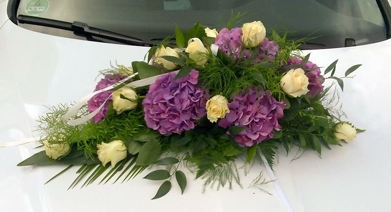 Beispiel: Hochzeitsdekoration für Ihr Auto, Foto: Blumen Biene.