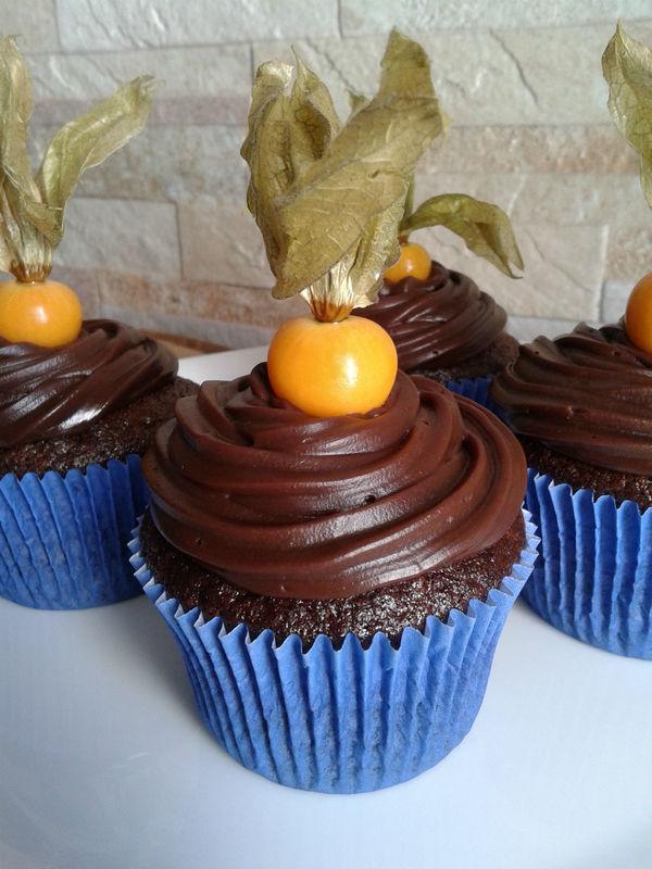 Cupcake chocolate com Physalis