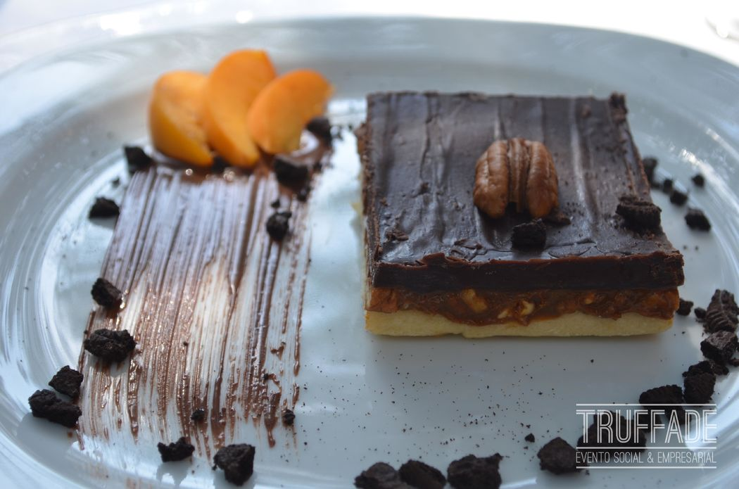 Cubierta de chocolate con dulce de leche y nuez