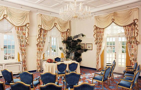Beispiel: Das Hochzeitszimmer, Foto: Travel Charme Kurhaus Binz.