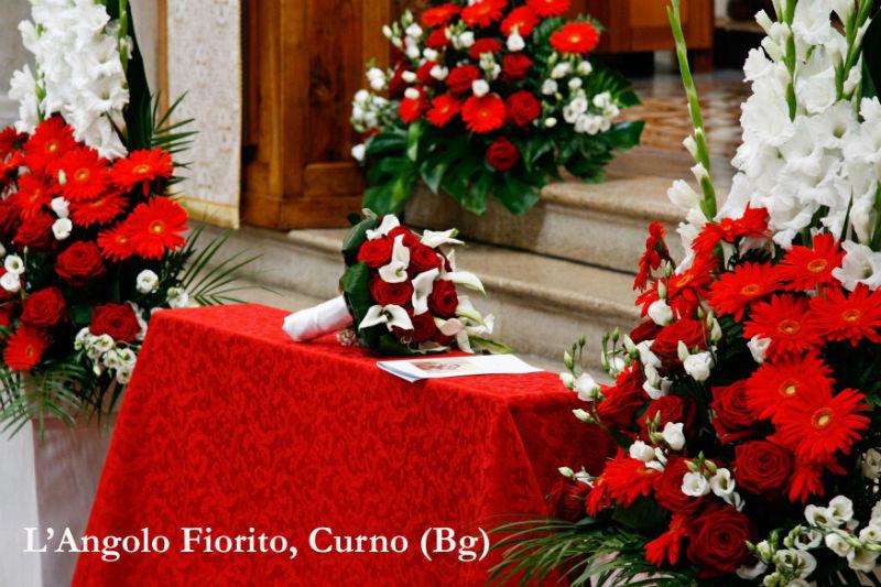 L'Angolo fiorito - Allestimento in bianco e rosso #Fiorista #matrimonio #Bergamo