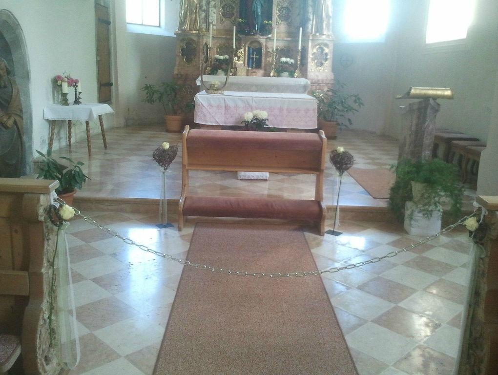 Beispiel: Dekoration der Kirche, Foto: Festdeko.