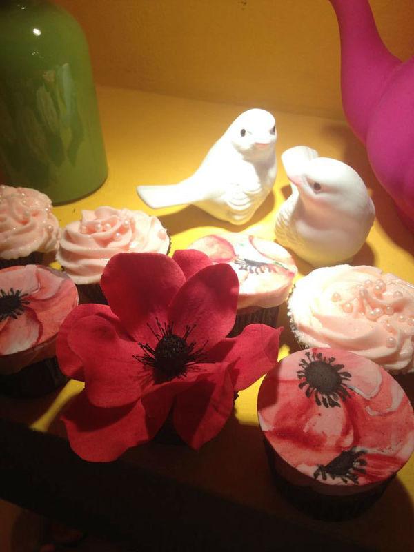 Confiserie de Lu - cupcakes com flor em açúcar. Anêmona