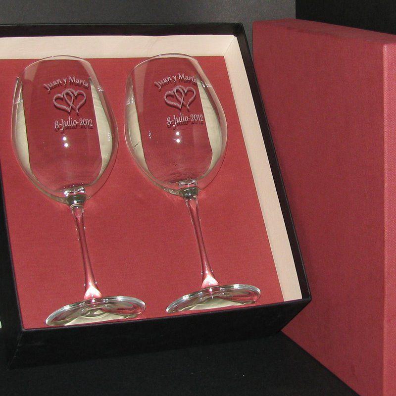 Copas de Vino Talladas para Recuerdo de Bodas en estuche personalizado.