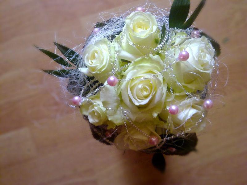 Beispiel: Traumhafte Sträuße für die Braut, Foto: Blumen Biene.