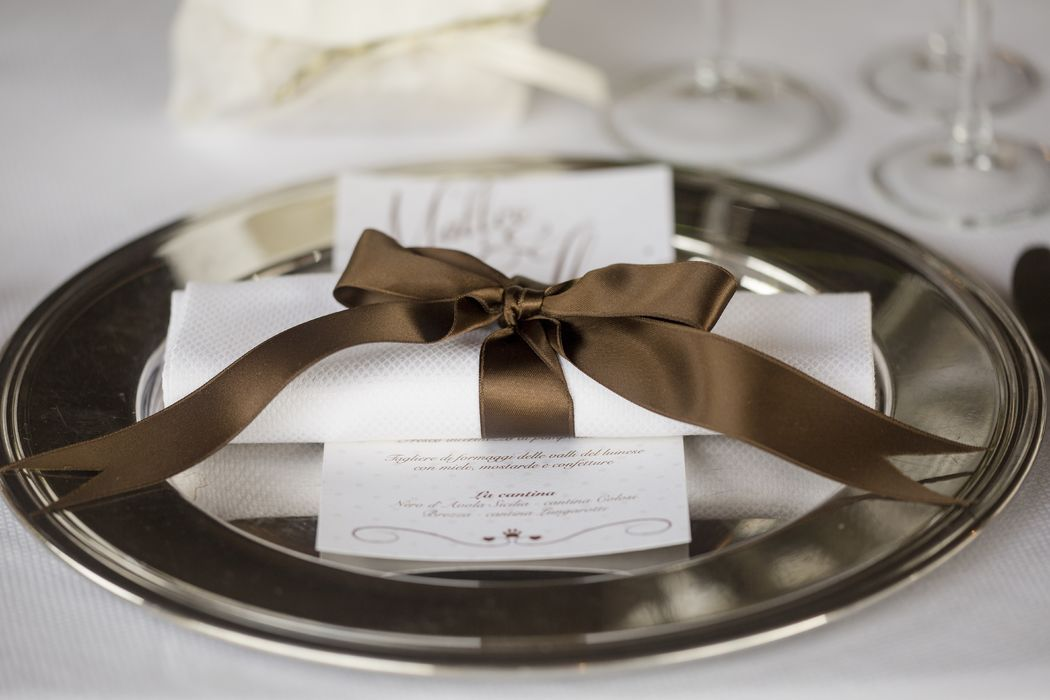 Guastinistyle Weddings and Events _ dettagli mise en place, legatura del tovagliolo
