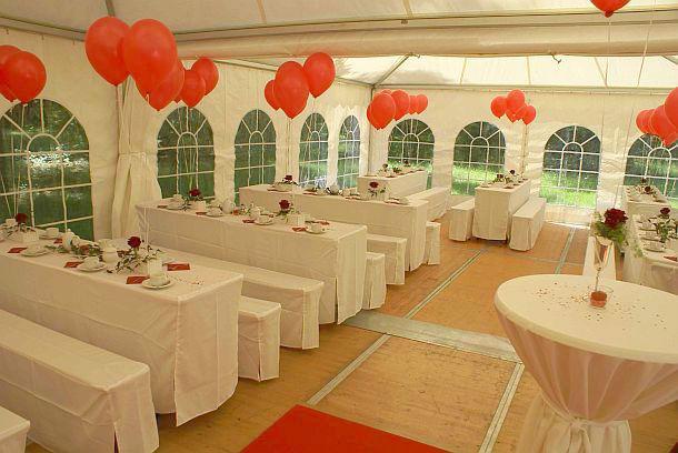 Beispiel: Hochzeitsfeier im Zelt, Foto: Waldrestaurant Schiesshaus.