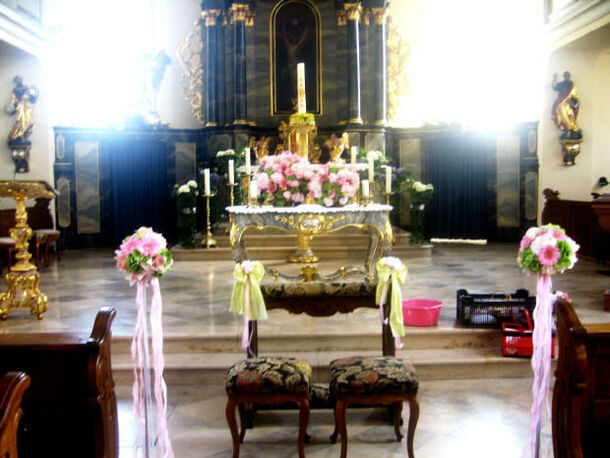 Beispiel: Altarschmuck, Foto: Tina Bergmann Blumenwerkstatt.