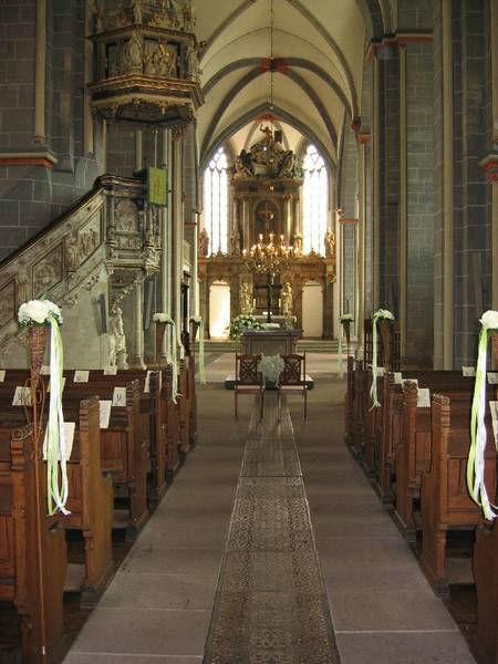 Beispiel: Kirchendekoration, Foto: Blumenwerkstatt - Dorothee Meyer.