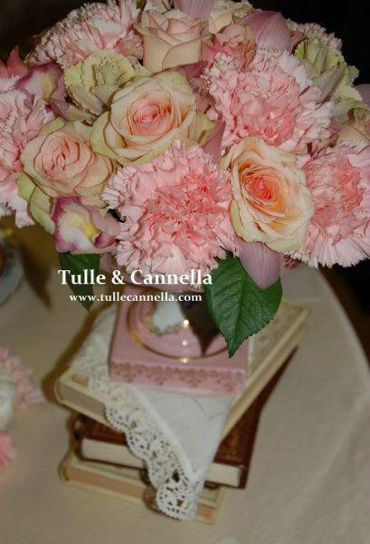 Composizione Floreale - Vintage - Colori pastello - Fiori - Rose - Matrimonio - Degustazione Confetti - Sweet Table