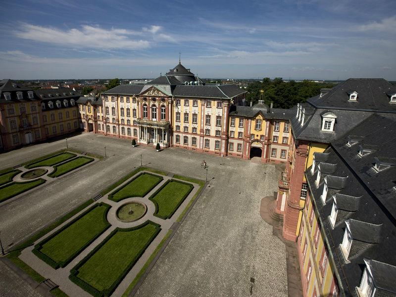 Beispiel: Ehrenhof, Foto: Schloss Bruchsaal.