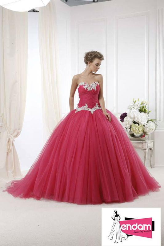 Beispiel: Ausgefallene Brautkleider, Foto: Endam Mode.