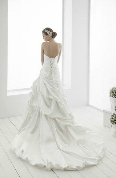 Beispiel: Brautkleidkollektion, Foto: The Wedding Loft.