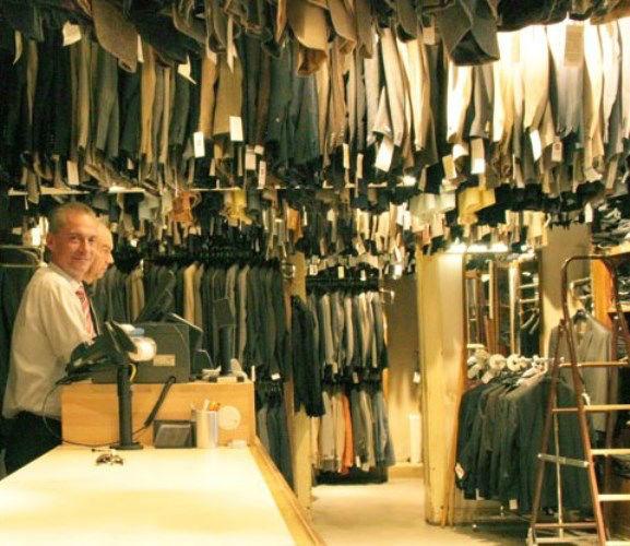 Beispiel: Historisches Kaufhaus, Foto: Policke Herrenkleidung.