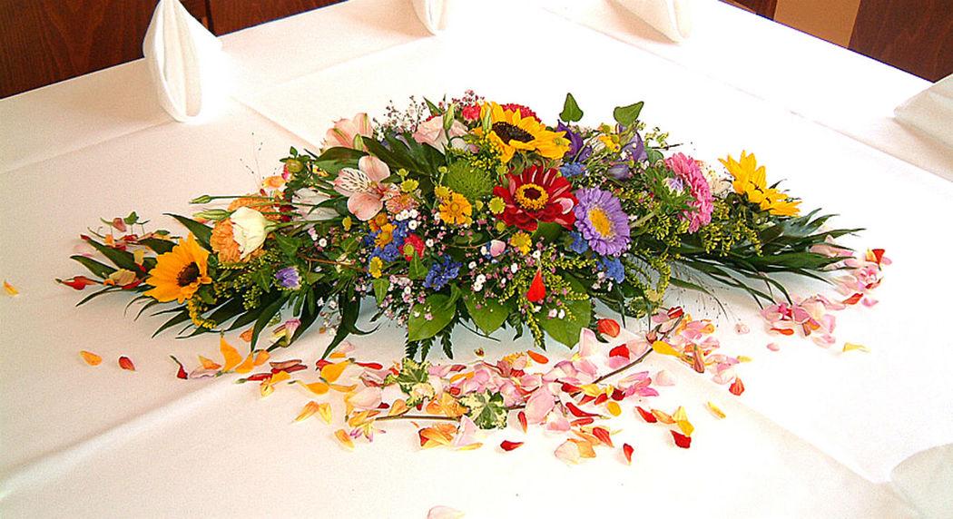 Beispiel: Blumengesteck, Foto: Blumenbinderei.