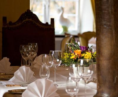 Beispiel: Tischdekoration Vogtstube, Foto: Wasserschloss Inzlingen.