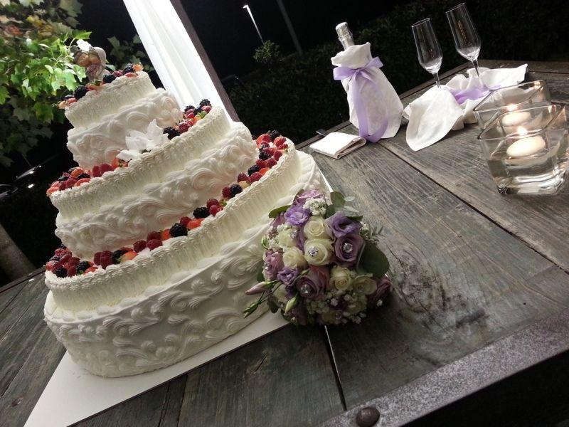 Gran torta Nuziale a piani forma di cuore