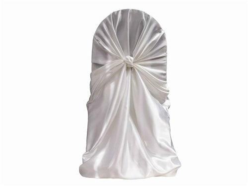 Beispiel: Universal Stuhlhusse aus weißem Satin, Foto: Stuhlhussen Verleih Sanorin.