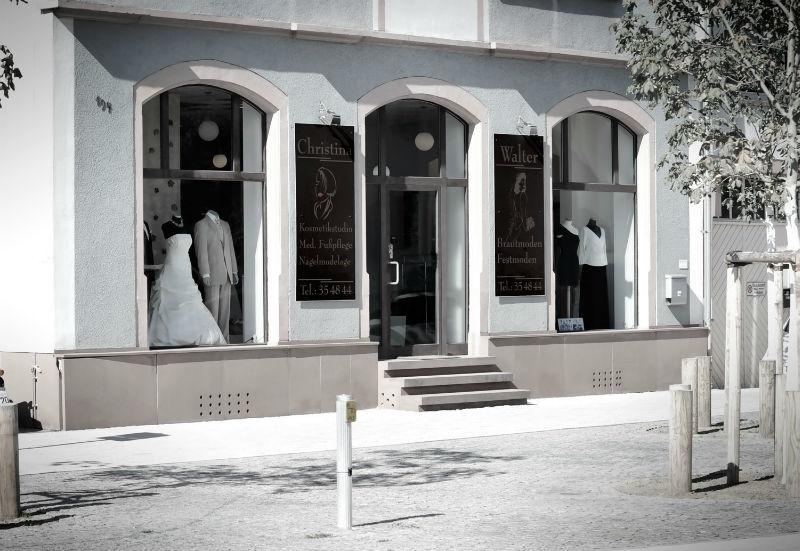 Beispiel: Außenansicht Ladengeschäft, Foto: Walter Braut und Festmoden.