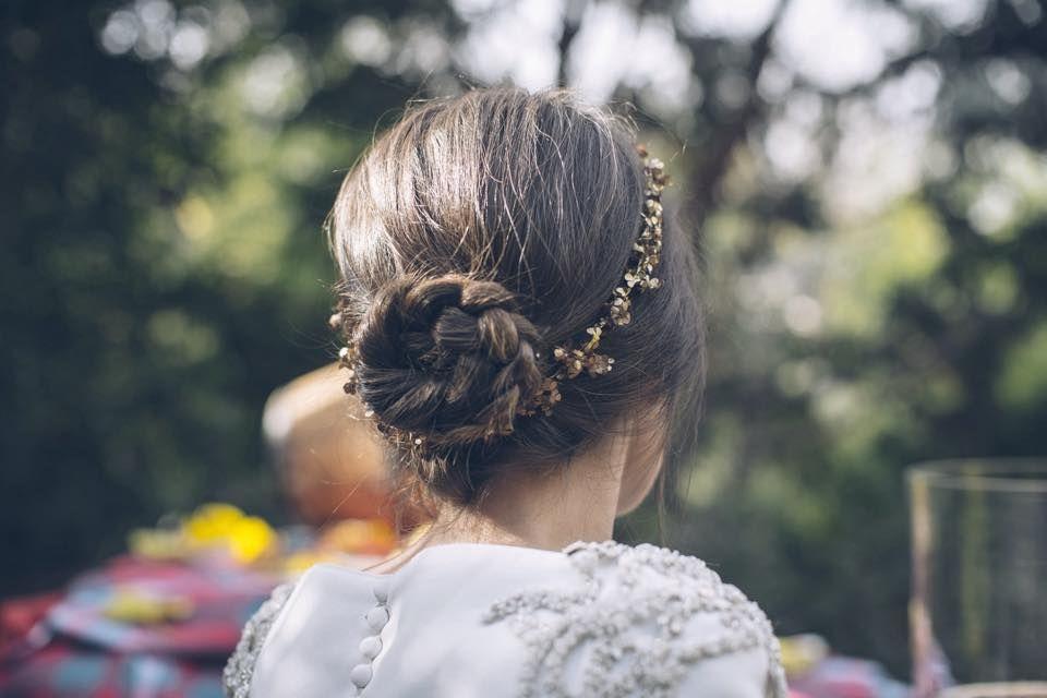 #moñoCasilda by Marieta Hairstyle Foto Ana Encabo & Alejandra Ortiz Vestido Miriam Galvez Tocado Cucullia
