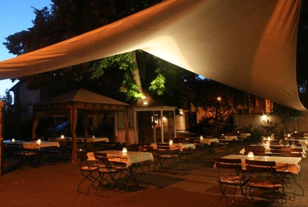 Beispiel: Terrasse am Abend, Foto: Landhotel Rittmeister.