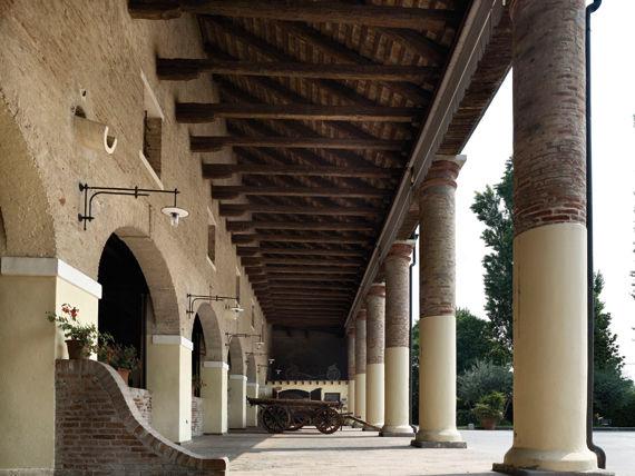 Il colonnato - Villa Maschio