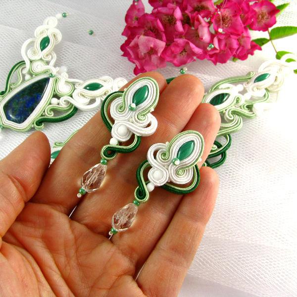 Małgorzata Sowa - PiLLow Design Komplet biżuterii ślubnej, ZAMÓWIENIE INDYWIDUALNE, kolczyki, aplikacja na suknię ślubną, naszyjnik, śnieżna biel, ivory, mięta, pistacja, zieleń butelkowa, kamienie naturalne: chryzokola, malachit, kryształ górski, kamienie Swarovski.  www.pillowdesign.pl