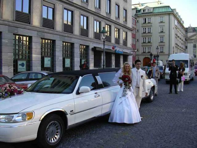 Beispiel: Lassen Sie sich vom Standesamt abholen, Foto: Action Limousine.