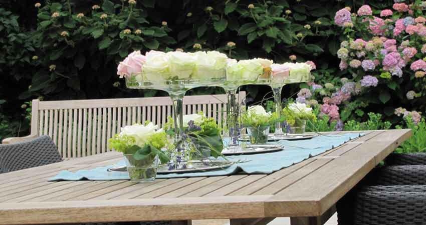 Beispiel: Tisch mit Rosen, Foto: Eventbauernhof Ganglbauergut.