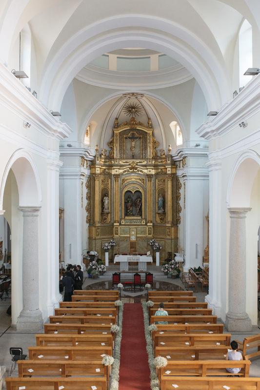 Iglesia de San Pedro y San Pablo situada a tan sólo 10 minutos de la finca