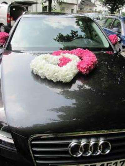 Beispiel: Floraler Autoschmuck, Foto: Florica.