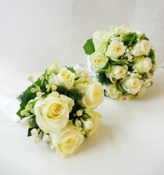 Bouquet con rose, bouvardia e ortensia verde