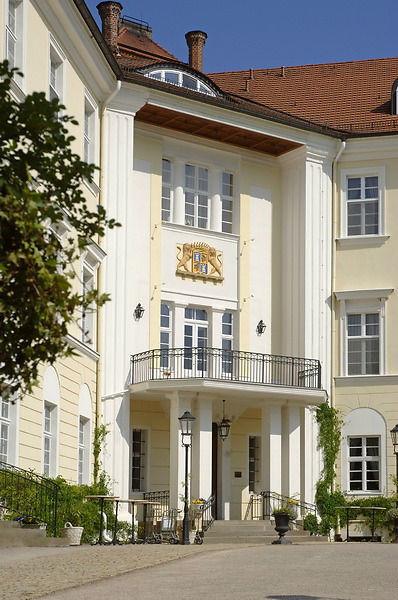 Beispiel: Außenansicht - Eingang, Foto: Schloss Lübbenau.