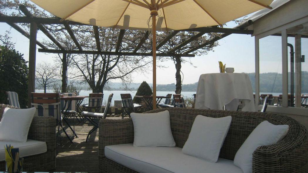 Beispiel: Lounge auf der Terrasse, Foto: Hôtel Jean-Jacques Rousseau.