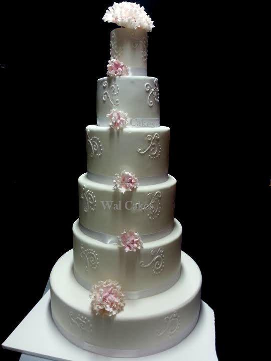 Wedding cake blanc et pivoines