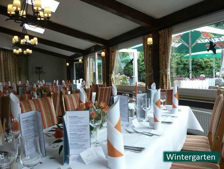 Beispiel: Feiern im Wintergarten, Foto: Hotel Rheinsberg am See.