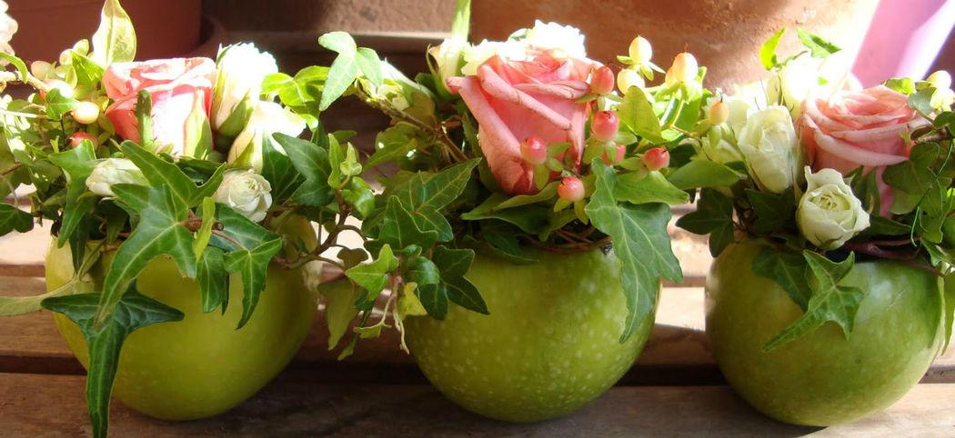 Composizioni fiori-mela