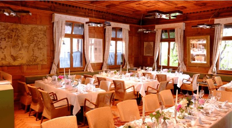 Beispiel: Räumlichkeiten und Tischdekoration, Foto: Hotel Hirschen Schwarzenberg.