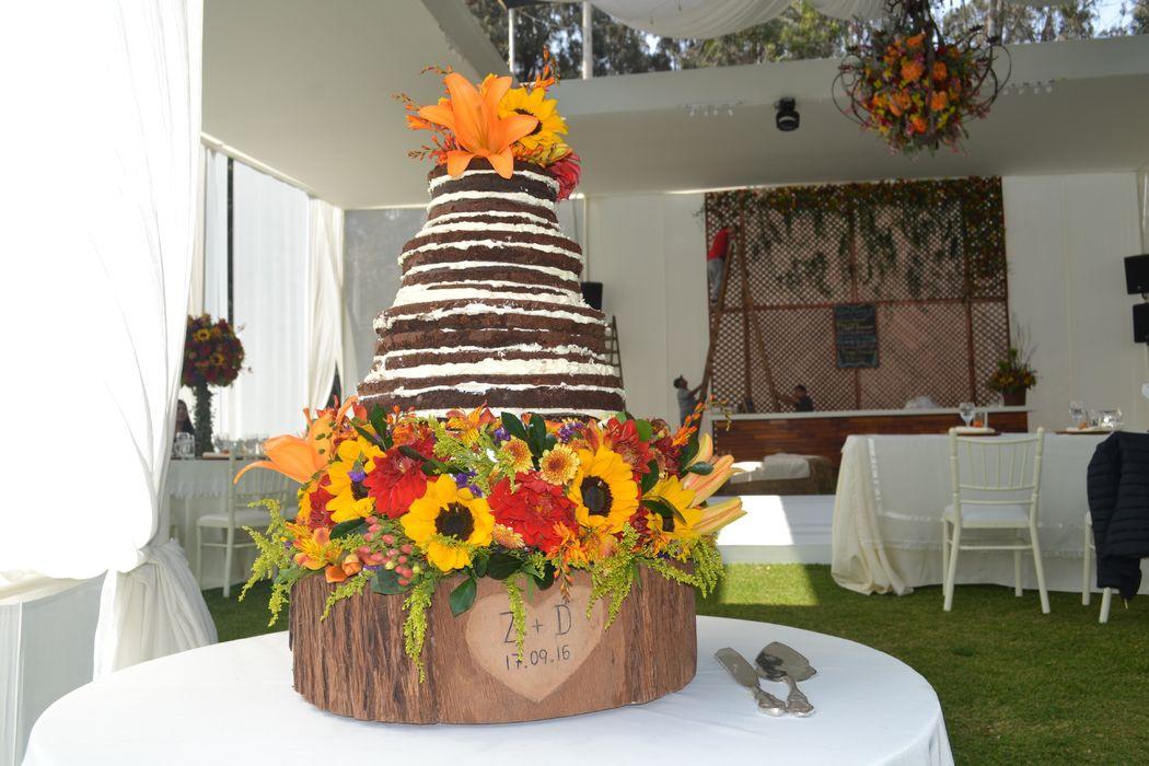 Naked brownie cake, matrimonio en Club Regatas, La Cantuta.