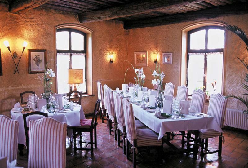 Beispiel: Einladendes Festgedeck, Foto: Landhaus Diedert.