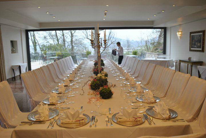 Hochzeitstafel im RESTAURANT MÖNCHSTEIN, Foto: Hotel Schloss Mönchstein.