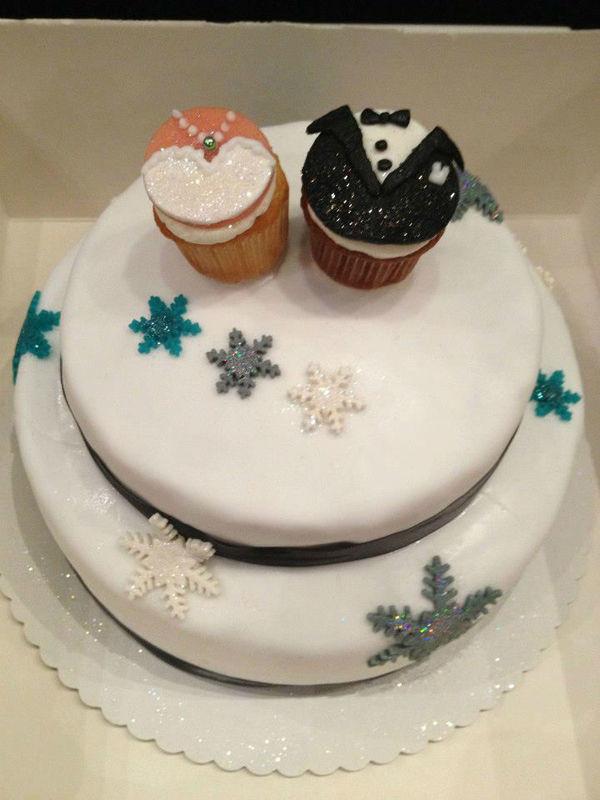 Beispiel: Hochzeitstorte, Foto: Royal Cupcakes.