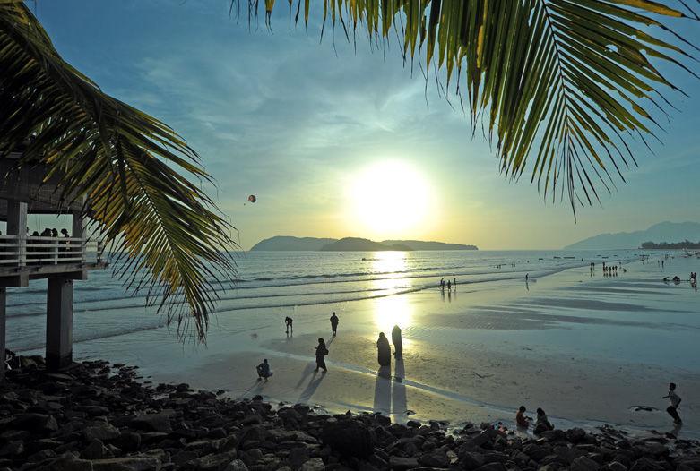 Sonnenuntergang am Strand von Langkawi, Malaysia